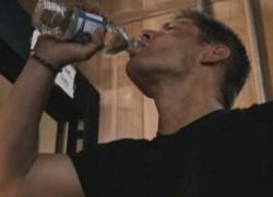 水を飲むディーン