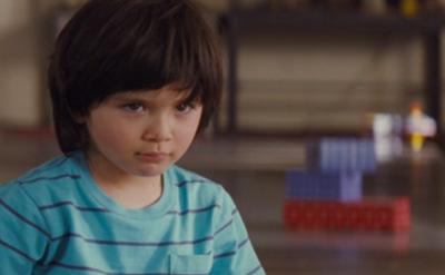 母親に反応しないケヴィンを演じるロック・ドゥアー