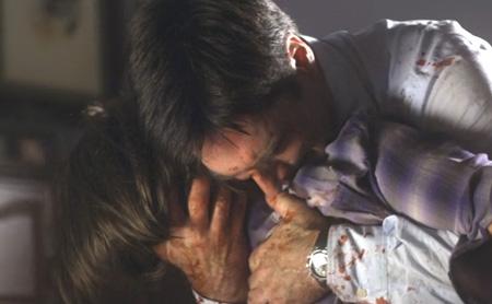 ヘイリーを抱きしめるホッチ